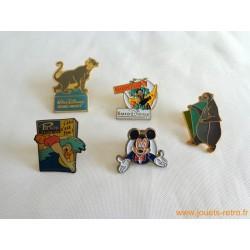 "lot pin's ""divers Disney"""