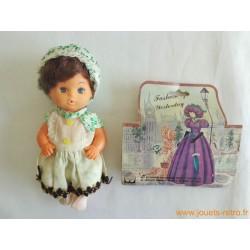 Petite poupée vintage