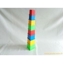 Tour de cubes à emboiter Playskool